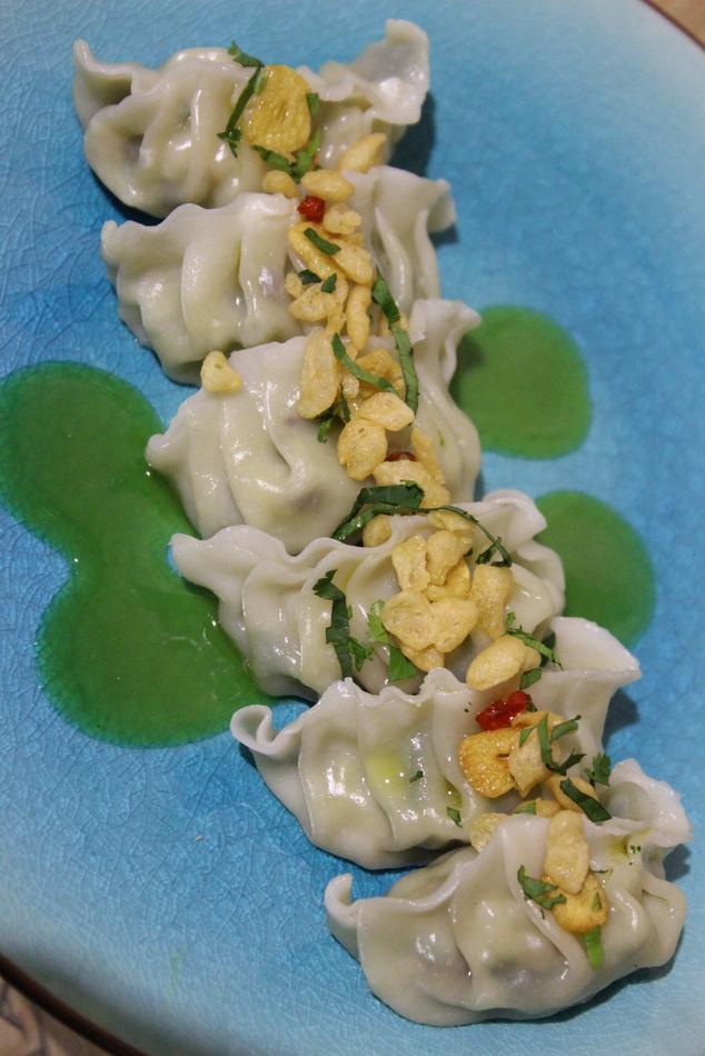 1-Gyoza de gambas al ajillo hecha con harina de arroz y trigo sarraceno y emulsión de yuzu y miso_La sopa boba