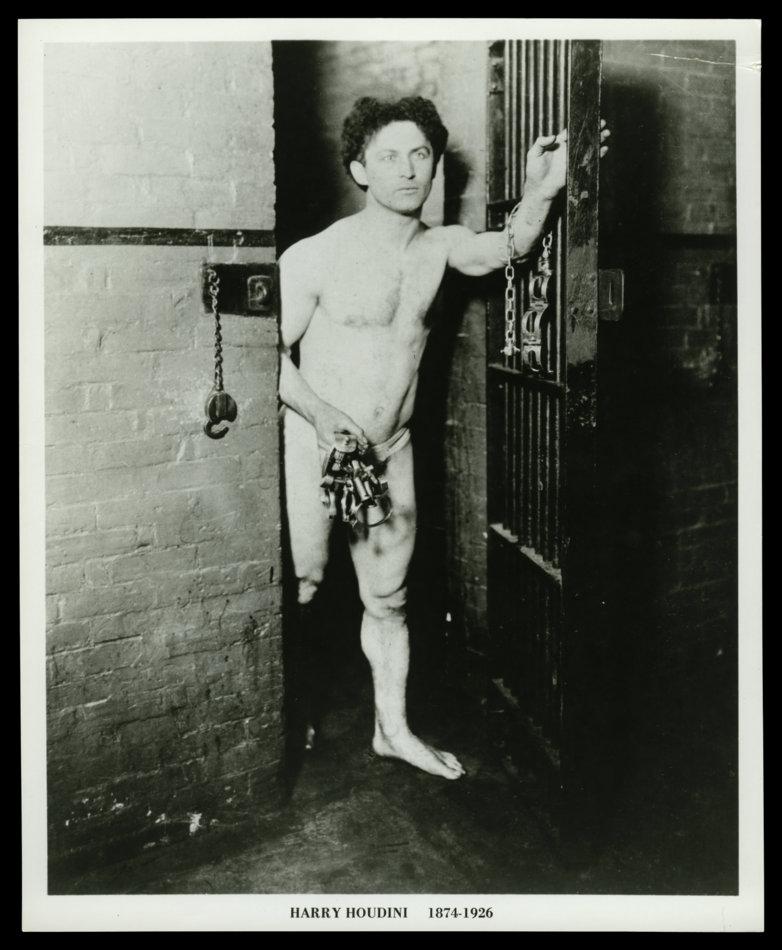 1-Houdini escapándose de una celda (Musée McCord)
