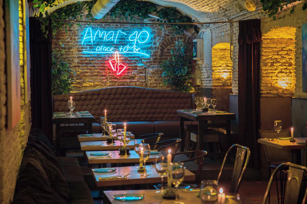 2-Detalle local y escenario - Amargo place to be
