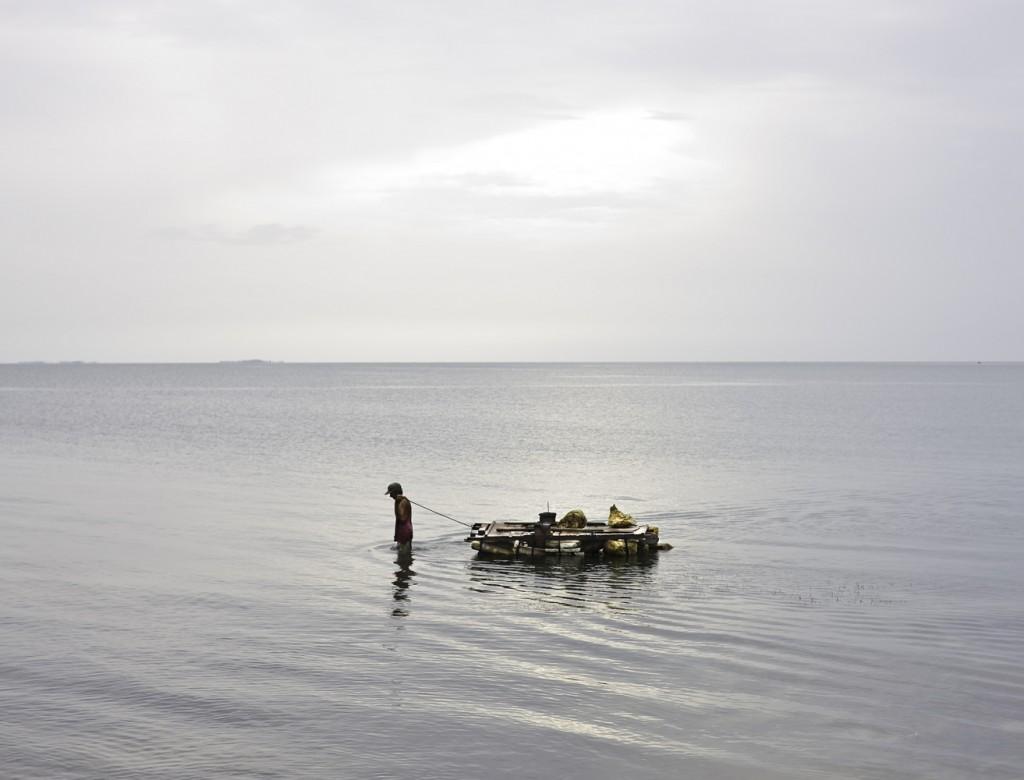 018-Hombre-y-balsa.-Cojimar-Cuba-2008