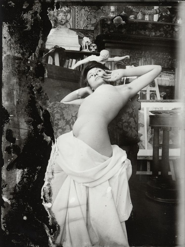 1-12  Desnudo femenino realizado en el Val-de-Grâce, Paris, c.1902, ©Mucha Trust cortesía Arthemisia