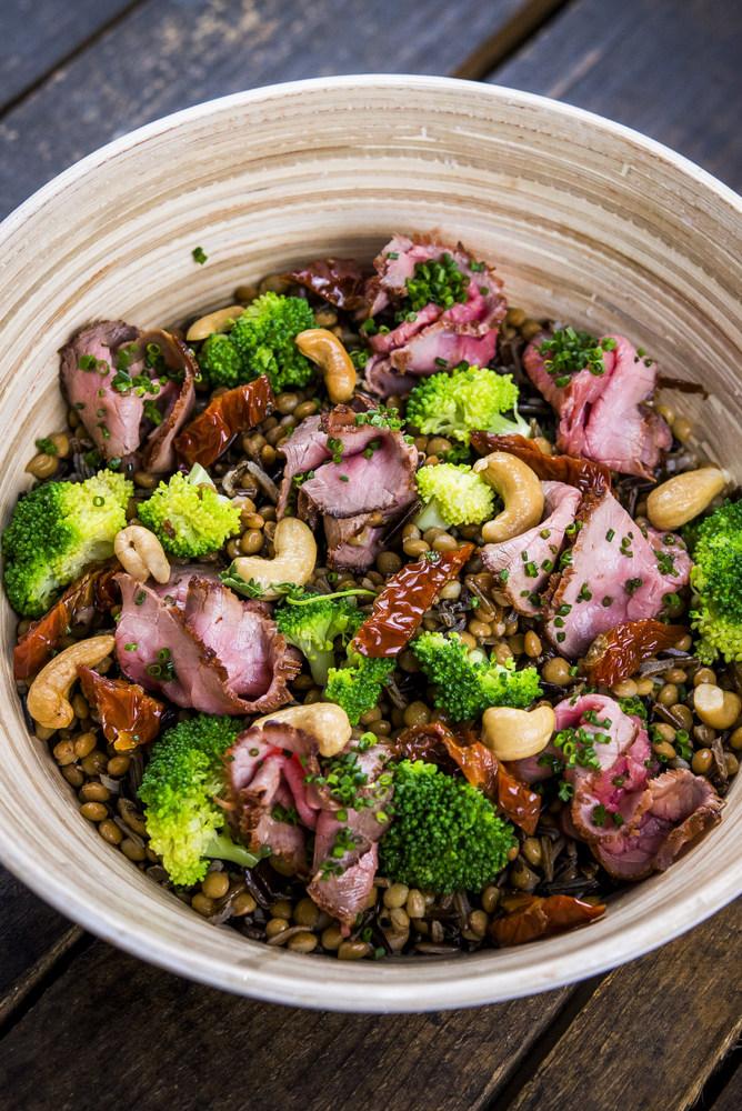 4-Fit Bowl Patagonia, quinoa, cebollino, brocoli, roast beef, anacardos, tomate seco, alubias rojas, arroz negro, lentejas, Happy Green
