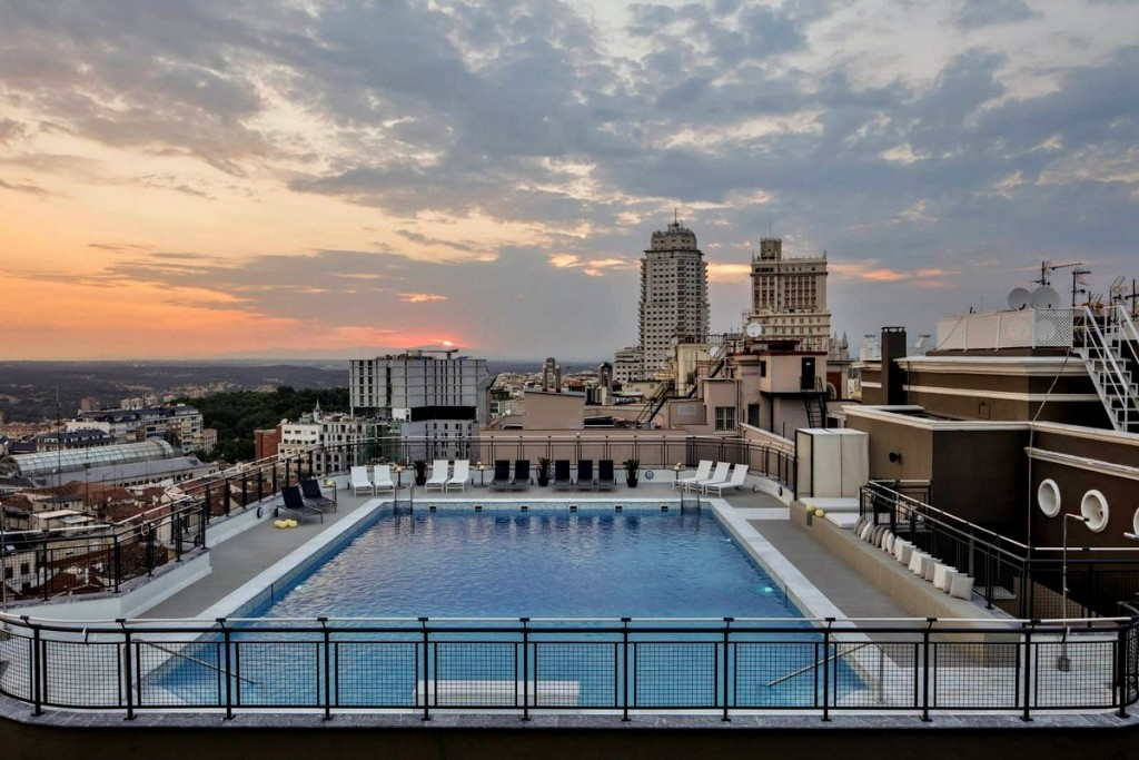Terraza del hotel emperador - Piscina hotel emperador ...