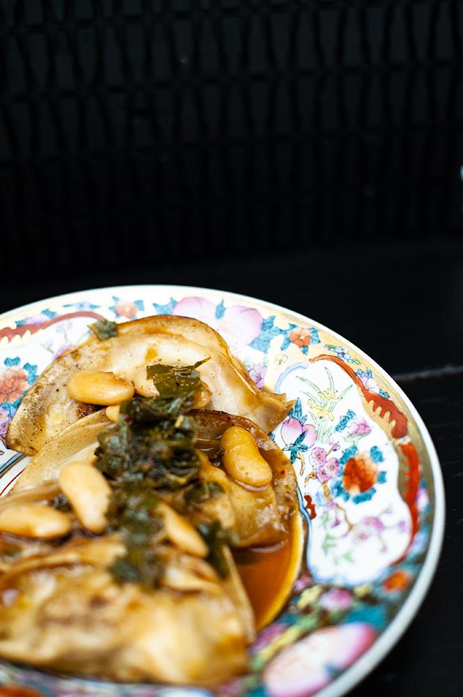 Gyozas de pote asturiano con faba de luarca y kimchi de berza GASTROCHIGRE