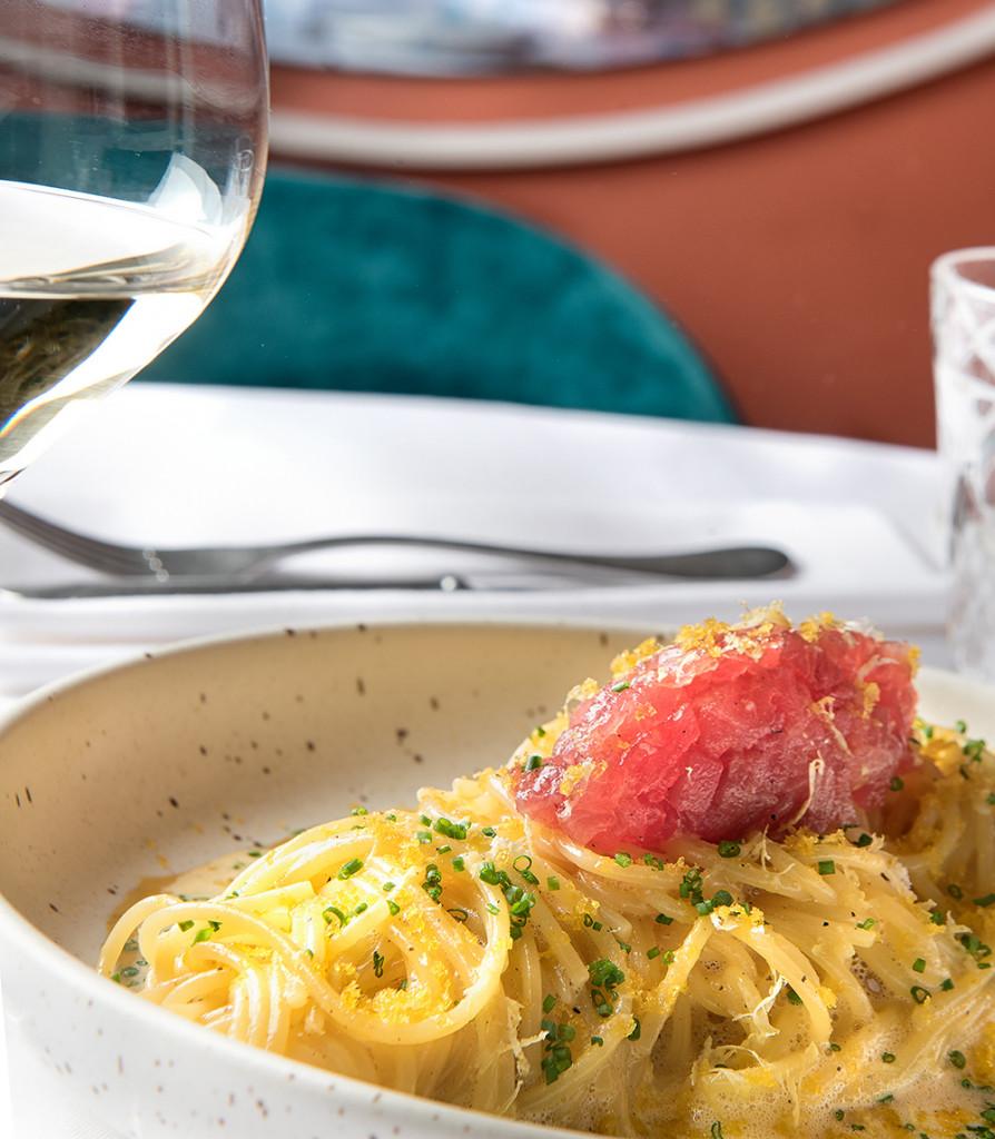 PLATOS NOI 15 (Spaghetti a la carbonara, tartar de atún rojo y botarga de mújol)