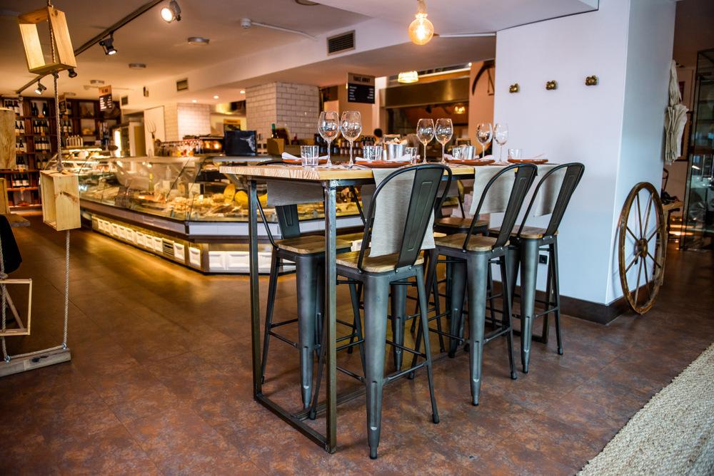1-Mesa alta y mercado gourmet - D Origen